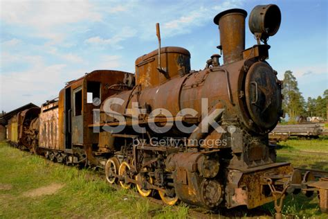 rusty train old rusty train stock photos freeimages com