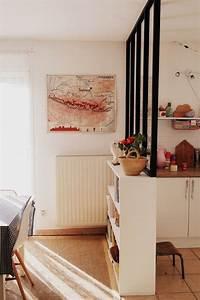 les 25 meilleures idees de la categorie separation cuisine With idee deco cuisine avec fauteuil en bois