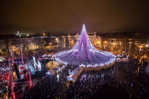 life university christmas lights 2017 lo spettacolare albero di natale di vilnius illuminato con