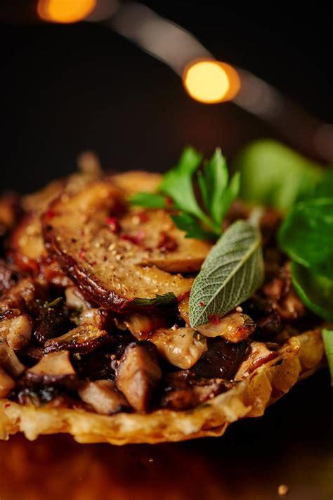 cuisine cepes recette tarte tatin de cèpes cuisine madame figaro