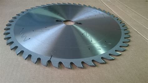 300 Wood   Rip cut and cross cut saw blades   CAS TECH