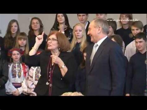 Ukraiņu vidusskolas atklāšana 16/01/2012 - YouTube