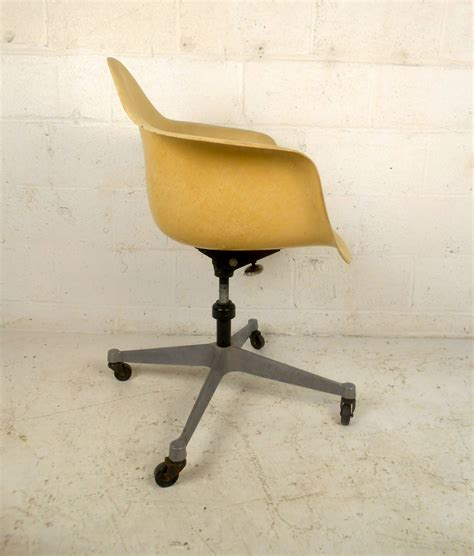 mid century modern fiberglass shell chair with wheels by