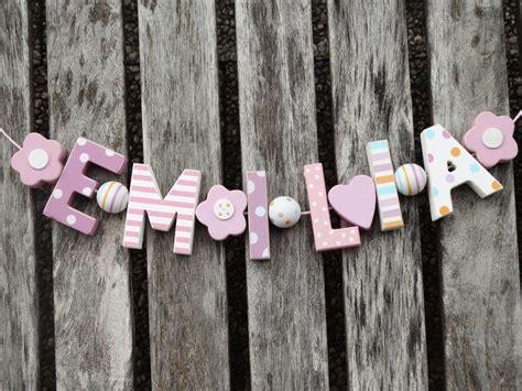 Holzbuchstaben Kinderzimmer Mädchen by Quot Emilia Quot Namenskette Shabby Chic Holzbuchstaben Holz