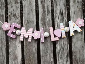 Buchstaben Deko Kinderzimmer : emilia namenskette shabby chic holzbuchstaben holz buchstaben taufe name deko kinderzimmer ~ Orissabook.com Haus und Dekorationen