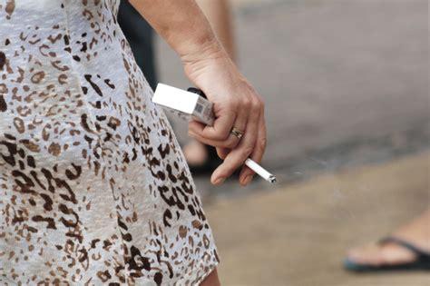 Pētījums atklāj: smēķētāji retāk apzinās smēķēšanas saikni ar plaušu vēzi - nra.lv