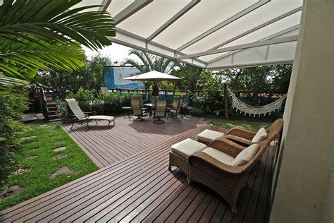 Jardim Com Espaço Para Descanso Em Rede, Poltronas Confortáveis, Jacuzzi, Churrasqueira E Area
