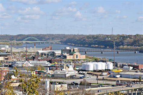 File:Dubuque Iowa - bridges.jpg - Wikimedia Commons