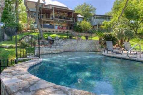 Canyon Lake Cabin Rentals With Boat Dock by 5br 5ba Lake Austin Estate With Boat Dock And Vrbo