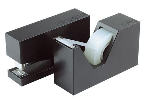 accessoires bureau design accessoire de bureau buro set agrafeuse dévidoir noir lexon