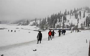 Srinagar sees heavy snowfall, mercury level dips - PardaPhash
