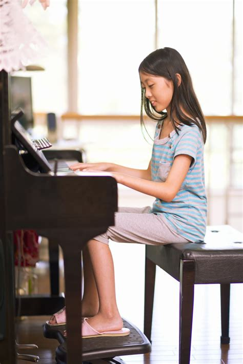 How To Sit At The Piano The Right Way