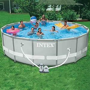 Nadzemní bazén s pevnou konstrukcí