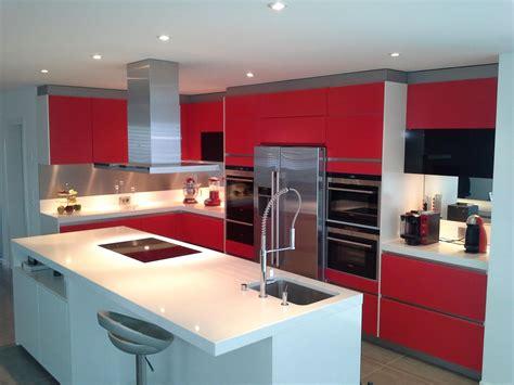 plan de cuisine en quartz cuisine facades laque mat et plan de travail quartz blanc