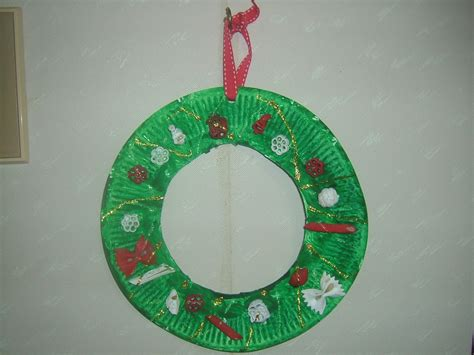 easy paper plate christmas wreath craft preschool