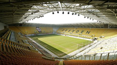 Sg dynamo dresden would become one of the main rivals of bfc dynamo, and the 1970s would largely belong to sg dynamo dresden, followed by 1. Interior Stadion Dresden, Dresde, Alemania. Capacidad 32 ...
