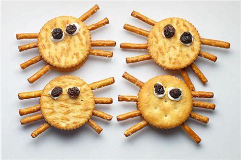 non treats will really 371 | Non candy Halloween party treats Spider Cracker Snacks La Jolla Mom