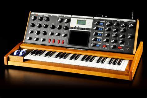 Moog Sonic Six – the Eugene Zumchak synthesizer ...
