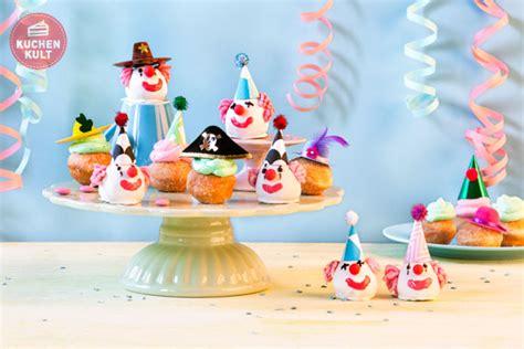 faschingskrapfen karnevalsgebaeck bunte clown cake pops