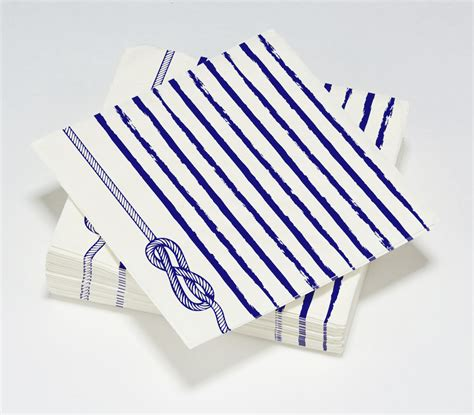 nappes et serviettes en papier bleu oc 233 an serviette noeud marin le nappage
