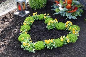 Herbstblumen Garten Winterhart : grabbepflanzung f r fr hling sommer und herbst ~ Frokenaadalensverden.com Haus und Dekorationen