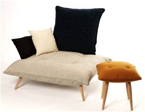 how many throw pillows on a sofa design squish blog too many pillows furniture design