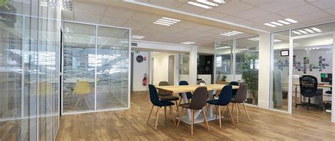 cloisons de bureaux pose de cloisons vitrées amovibles de bureaux simple ou