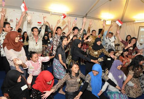 """Embassy Sends Off """"yes"""" Exchange Students For A Year Of St"""