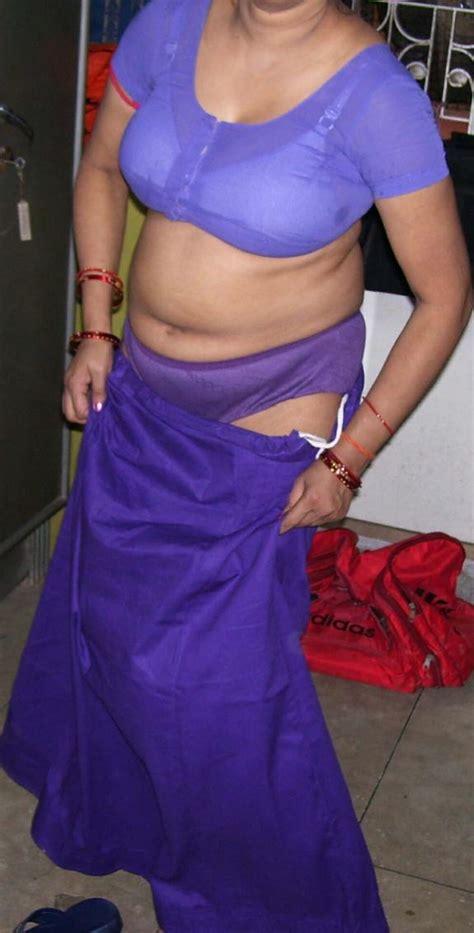 साडी पेटीकोट ब्लाउज और ब्रा मे भाभी की फोटो डाउनलोड चाची