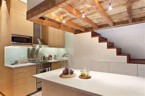 l énergie à la cuisine dans ce petit appartement la cuisine occupe le