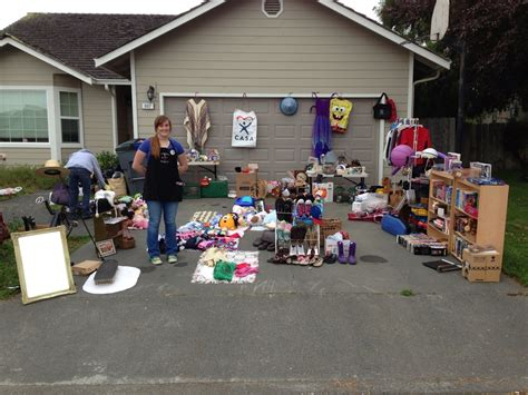 Garage Sales by How To Organize A Yard Sale Razorback Moving Llc