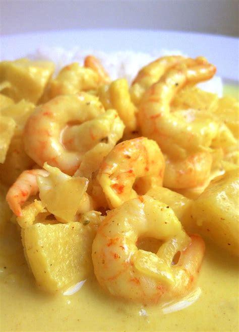 cuisiner des crevettes cuites crevettes à l 39 ananas et aux pommes sauce curry lait de