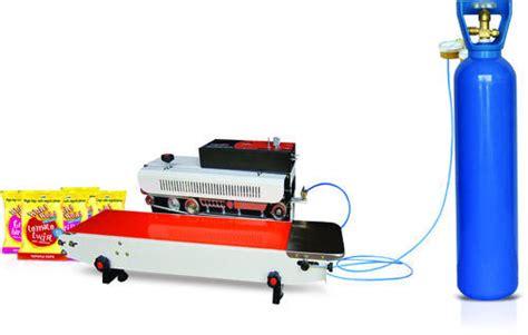 continuous sealing machine  gas flushing nitrogen gas flushing snacks packing machine