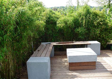 sitzplatz im garten bambus als sichtschutzhecke
