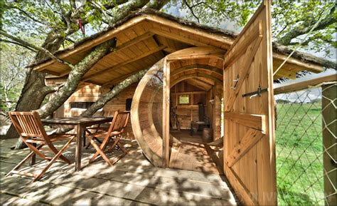 maison en bois dans les arbres les photos de nos h 233 bergemetns insolites et cabanes perch 233 es