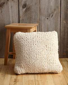 Big stitch pillow in lion brand wool ease thick quick for Big thick pillows