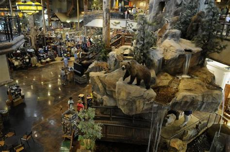 store sevierville tn heroesbrave bass pro shops honors heroes with festival