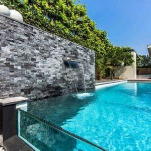 votre piscine semi enterree 30 idees creatives With terrasse piscine semi enterree 2 piscine exterieur 90 photos et idees inspirantes