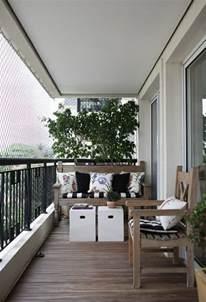sonnenschirm kleiner balkon kleinen balkon gestalten laden sie den sommer zu sich ein