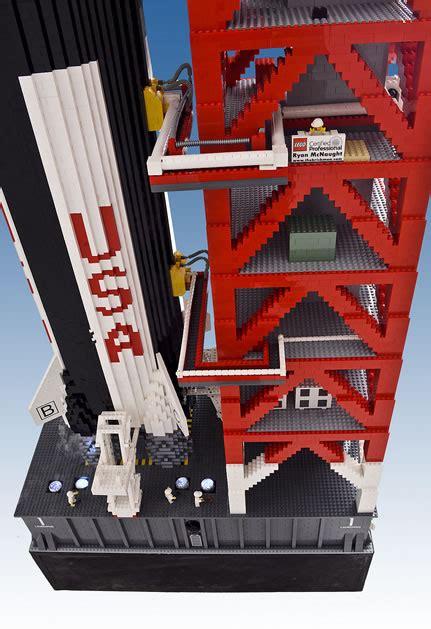 massive apollo  saturn  model built   lego