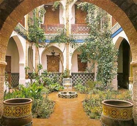 mediterranean courtyard httpwwwlandscaping  paradisecomcourtyard gardenhtml