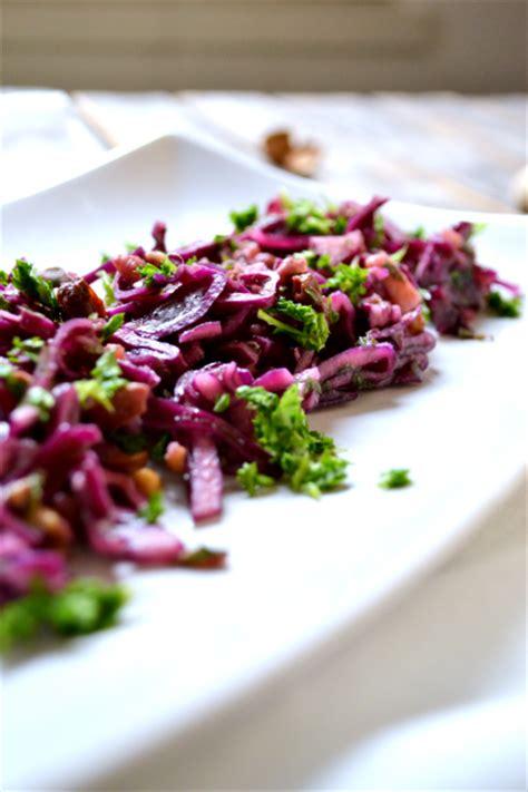 cuisiner le chou blanc en salade salade de chou châtaignes pommes raisins noix