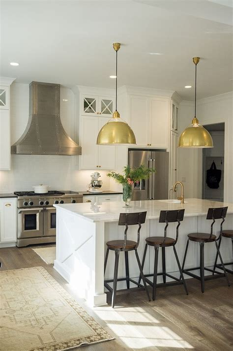 benjamin moore oc  chantilly lace kitchen cabinet wall