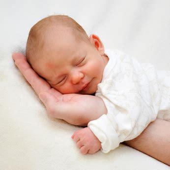 developpement psychomoteur bebe naissance  mois