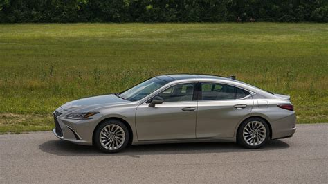 2019 Lexus Es 350 First Drive Not Everyone's An Athlete