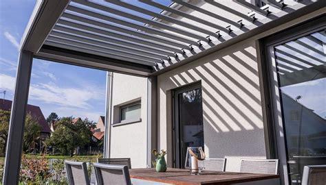 terrassenüberdachung mit lamellen pergola mit elektrisch verstellbaren lamellen terrasse