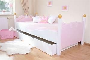 Schmetterling Am Kinderbett : k nigliches bett im shop von oli niki ~ Lizthompson.info Haus und Dekorationen