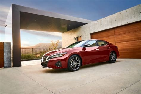 nissan maxima  refreshed   safety tech la