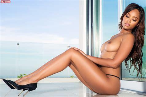 Fechter  Skye nackt Phoenix Naked Celebrity