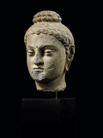 tete de bouddha tete de bouddha shakyamuni en schiste gris ancienne region du gandhara iieme iiieme siecle